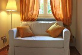 divano soggiorno appartamento residence centro benigni roma