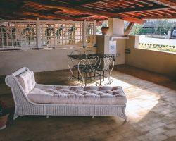patio con lettino residence centro benigni roma